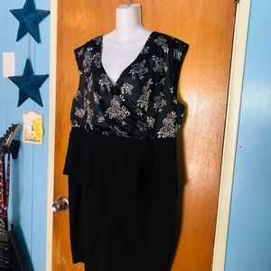torrid Dresses - Torrid 26 Floral Rose V-Neck Black Peplum Dress